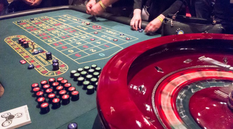 What are the skills required to play baccarat?